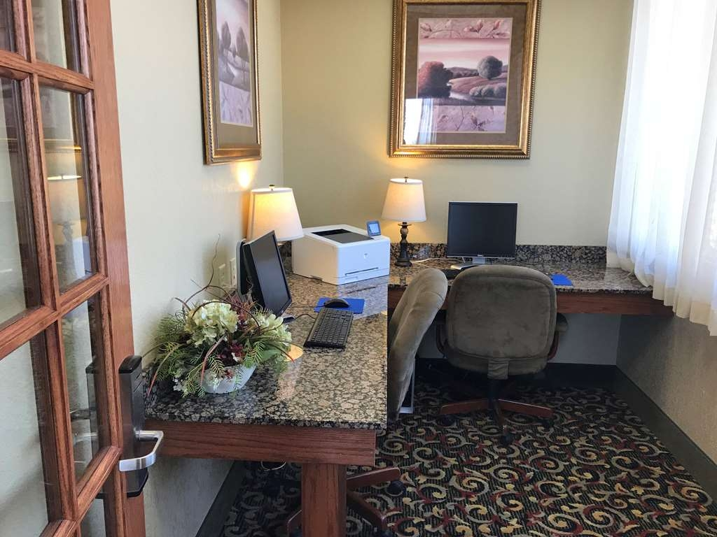 Best Western Plus Mid Nebraska Inn & Suites - Business center