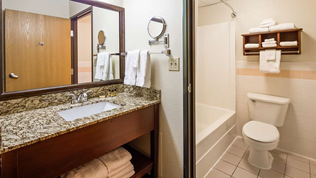 Best Western Plus Sidney Lodge - Our spacious bathrooms boast modern amenities and high quality accompaniments.