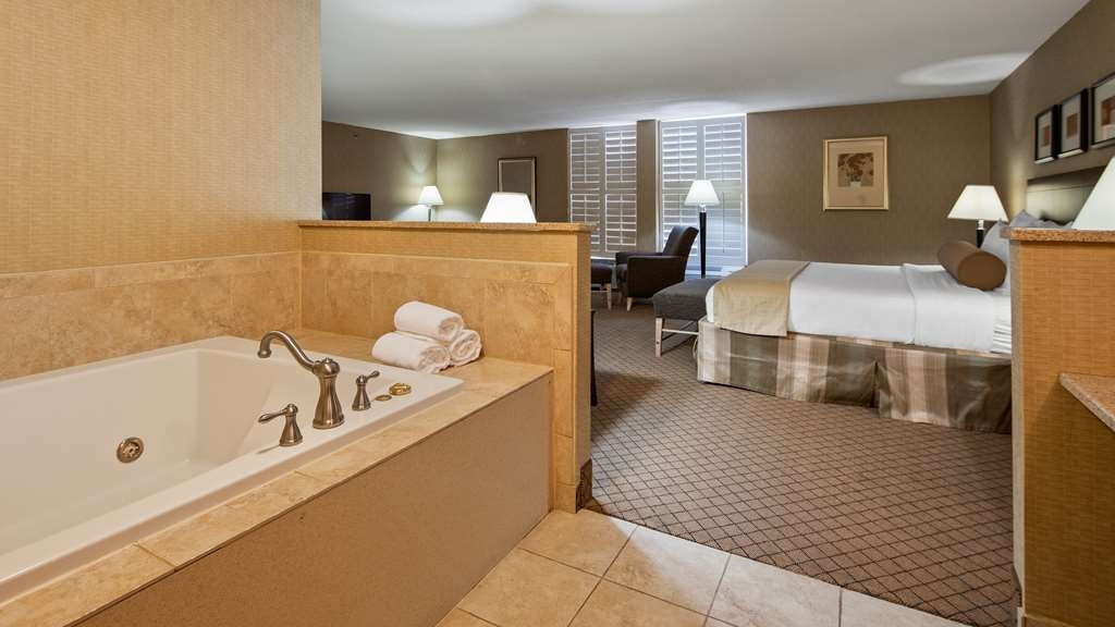 Best Western Plus York Hotel & Conference Center - Suite