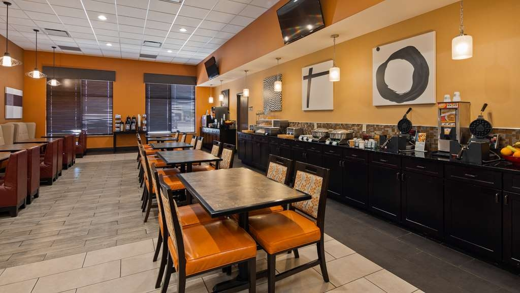 Best Western Plus North Platte Inn & Suites - Wake up to a complimentary breakfast.