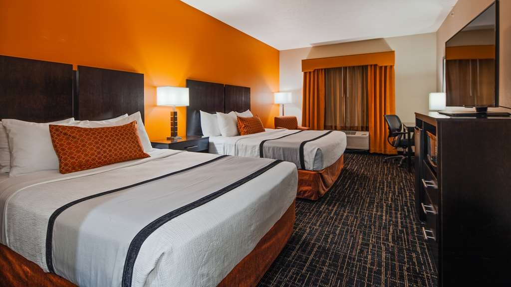 Best Western Plus North Platte Inn & Suites - Stretch out in our 2 Queen suite.