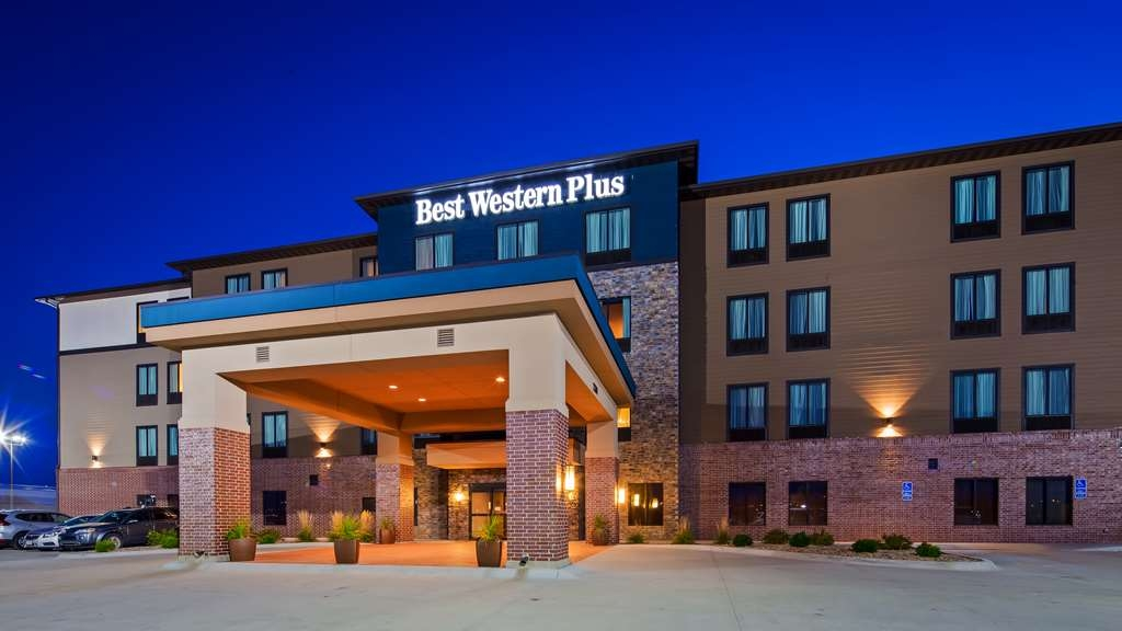 Best Western Plus Lincoln Inn & Suites - Außenansicht