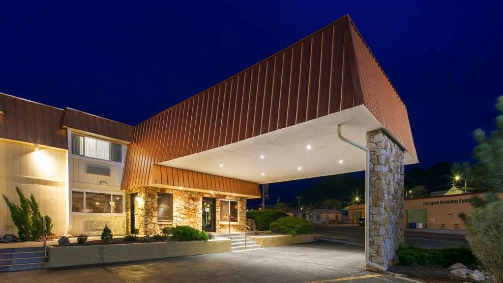 Best Western Hi-Desert Inn - Façade