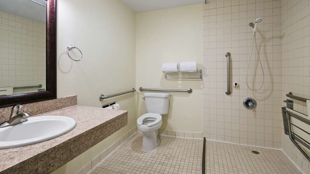 Best Western Hi-Desert Inn - We have designed our ADA mobility accessible rooms for easy wheelchair access.