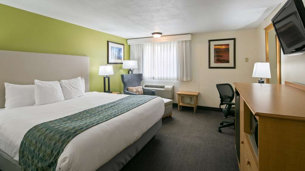 Best Western Hi-Desert Inn - Your comfort is our first priority. In our king size bed room, you will find that and much more.