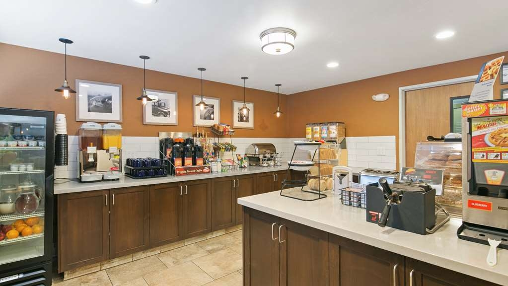 Best Western Hi-Desert Inn - Rise and shine with a complimentary hot breakfast every morning.