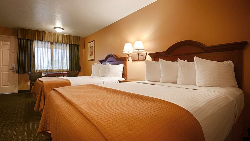 Best Western Fernley Inn - Standard guest room with two queen beds.