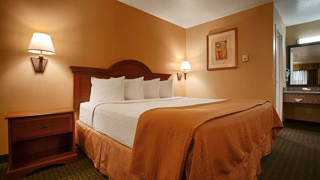 Best Western Fernley Inn - Enjoy our spacious king room with full breakfast in the morning!