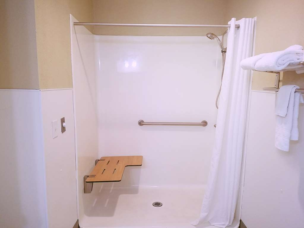 Best Western Fernley Inn - Single Queen Mobility Accessible Guest Room
