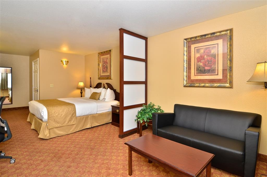 Best Western Fallon Inn & Suites - Mini-suite includes a leather sofa, room dividers, microwave and a 42-inch flat screen television.