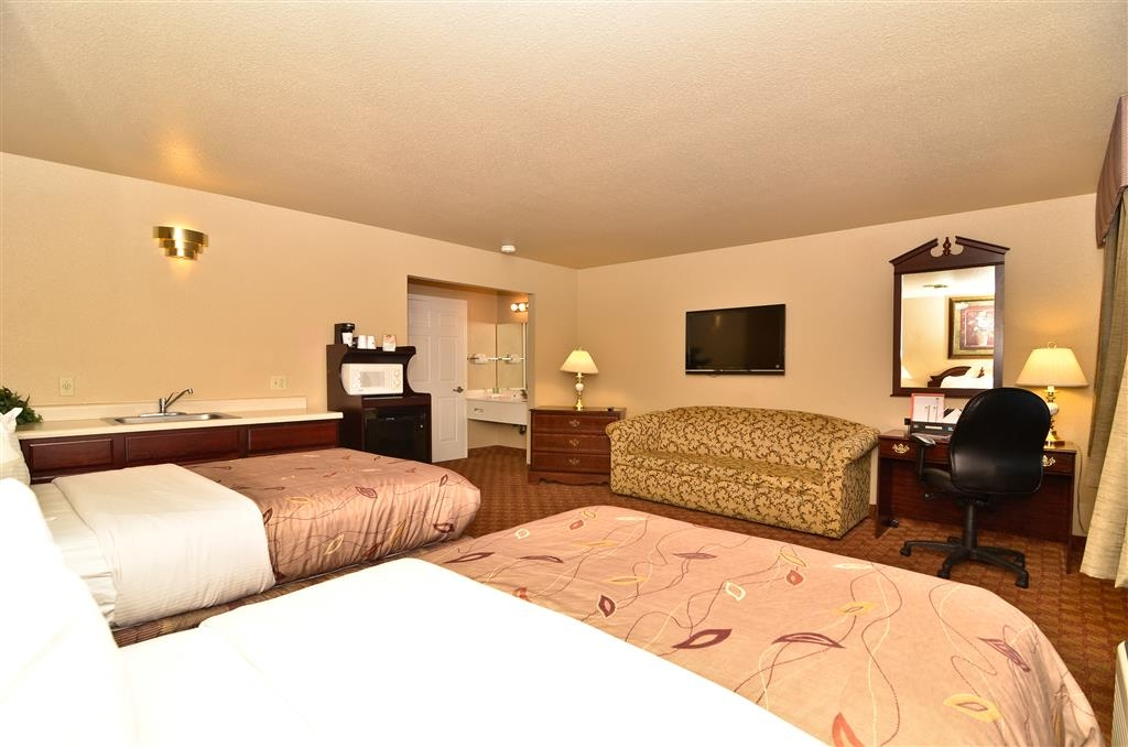 Best Western Fallon Inn & Suites - This guest room type is our only room that has two separate TVs.