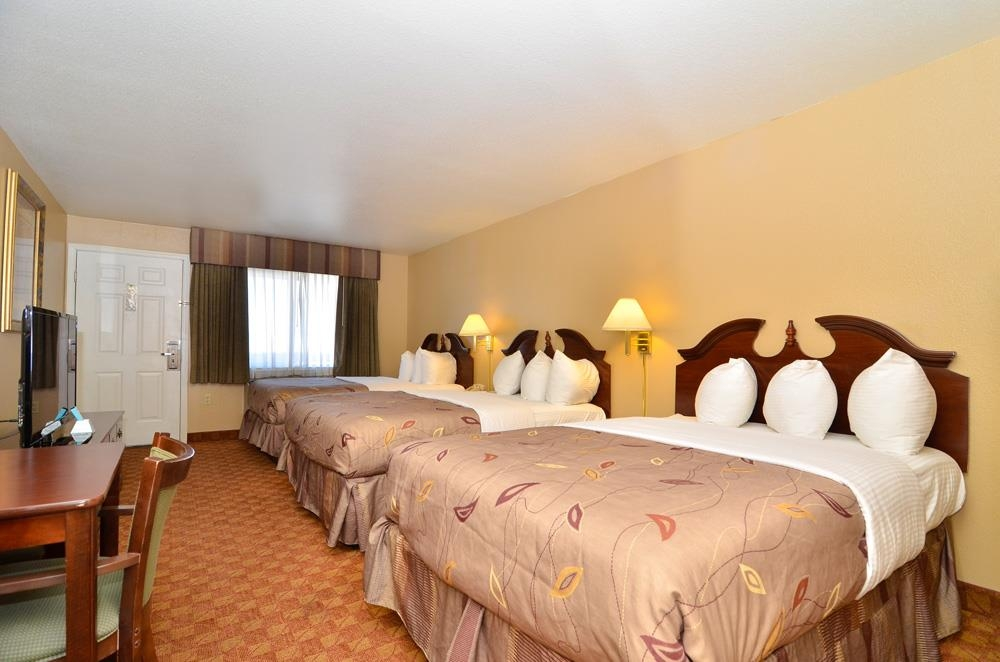 Best Western Fallon Inn & Suites - This large room can accommodate multiple travelers staying in one guest room.