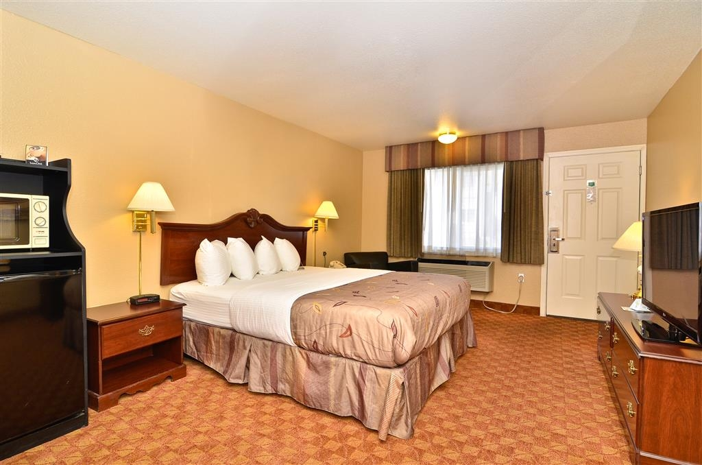 Best Western Fallon Inn & Suites - All guest rooms are exterior entrances and located on either the first or second level.
