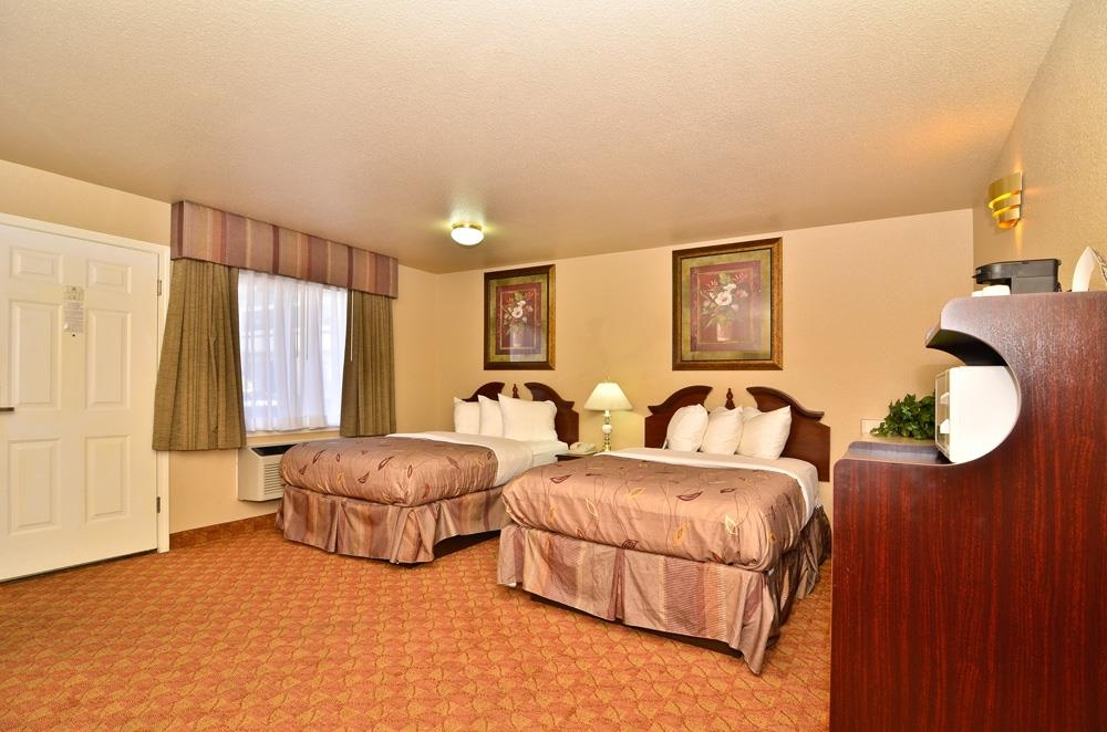 Best Western Fallon Inn & Suites - This room offers two queen pillow top beds with 42-inch plasma TV, Wi-Fi and continental breakfast.
