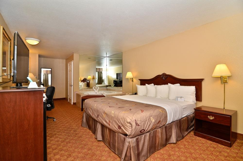 Best Western Fallon Inn & Suites - Private SPA California King Guest Room