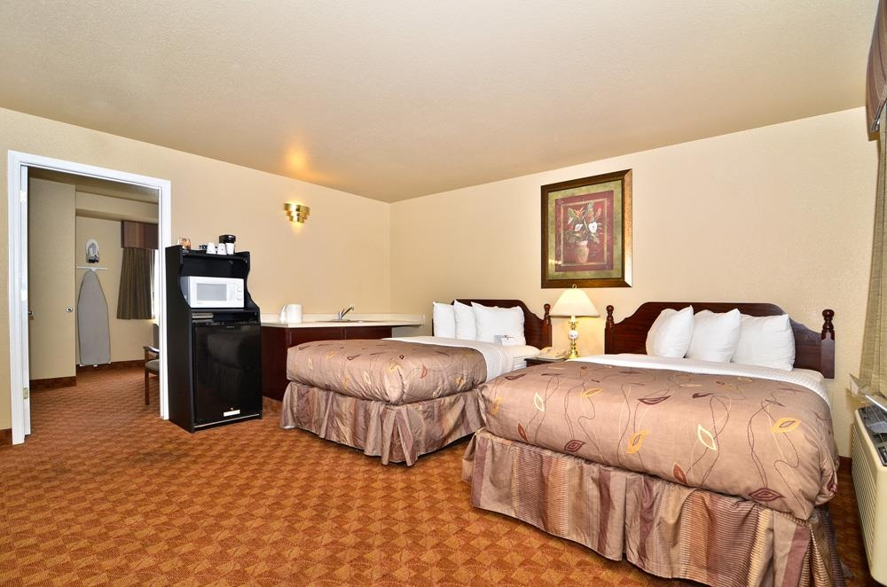 Best Western Fallon Inn & Suites - Spacious accommodates for traveling with your family.