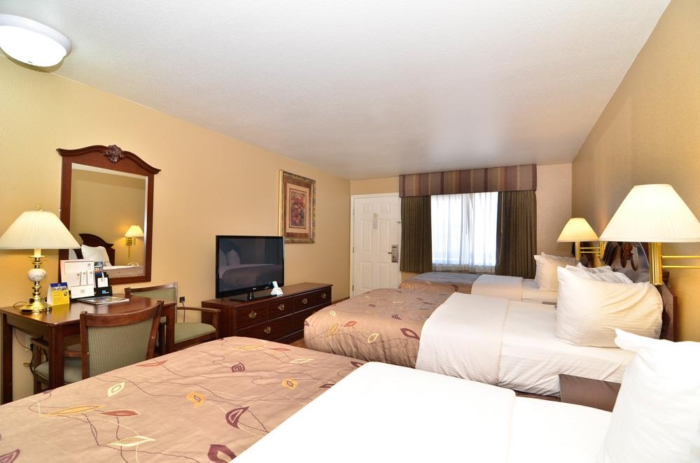 Best Western Fallon Inn & Suites - This very spacious room can accommodate up to 6 people.