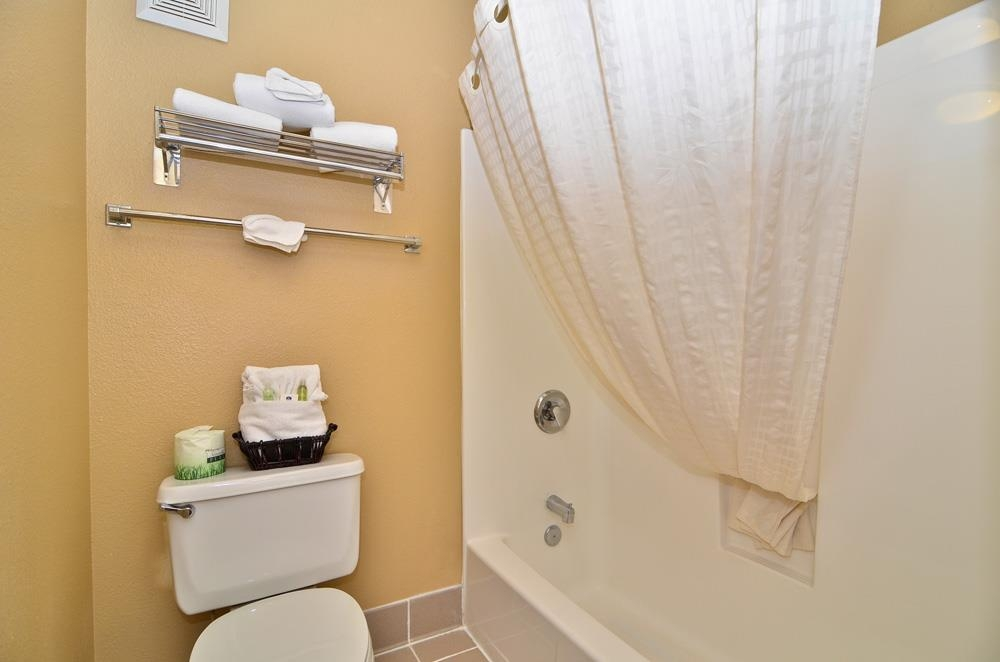 Best Western Fallon Inn & Suites - Bathroom amenities include face bar, body bar, lotion, shampoo, shower cap. Other amenities are available upon request.
