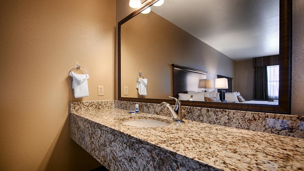 Best Western Fallon Inn & Suites - Bathroom
