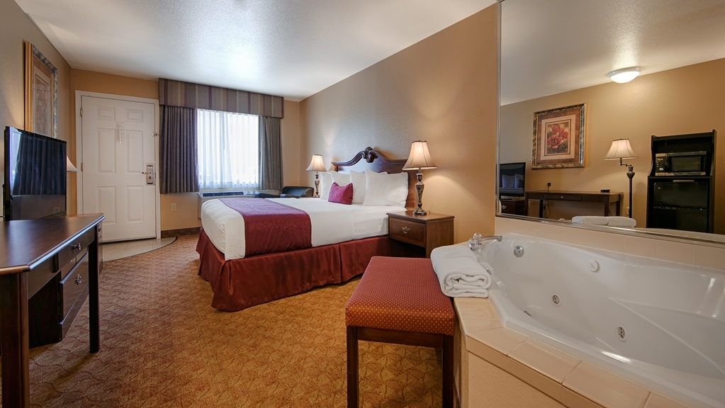 Best Western Fallon Inn & Suites - Hot Tub Room