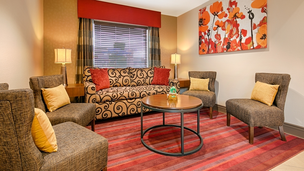 Best Western Fallon Inn & Suites - Beautifully designed lobby to enjoy while reading a book or sipping on a cup of hot coffee