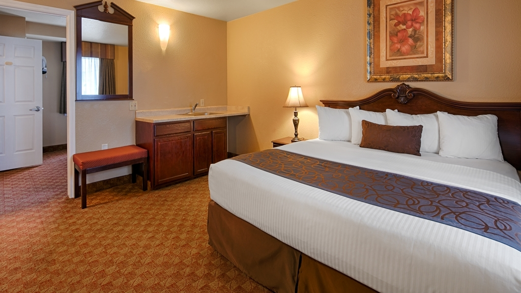 Best Western Fallon Inn & Suites - Two-room suite, each room has a king bed