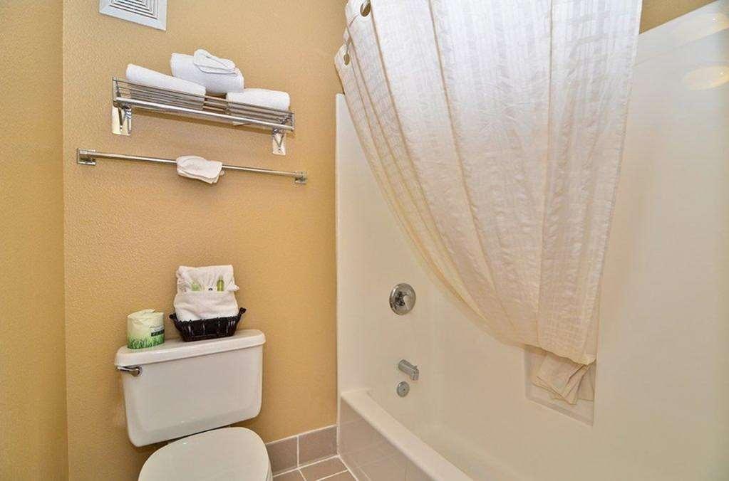 Best Western Fallon Inn & Suites - Guest Bathroom