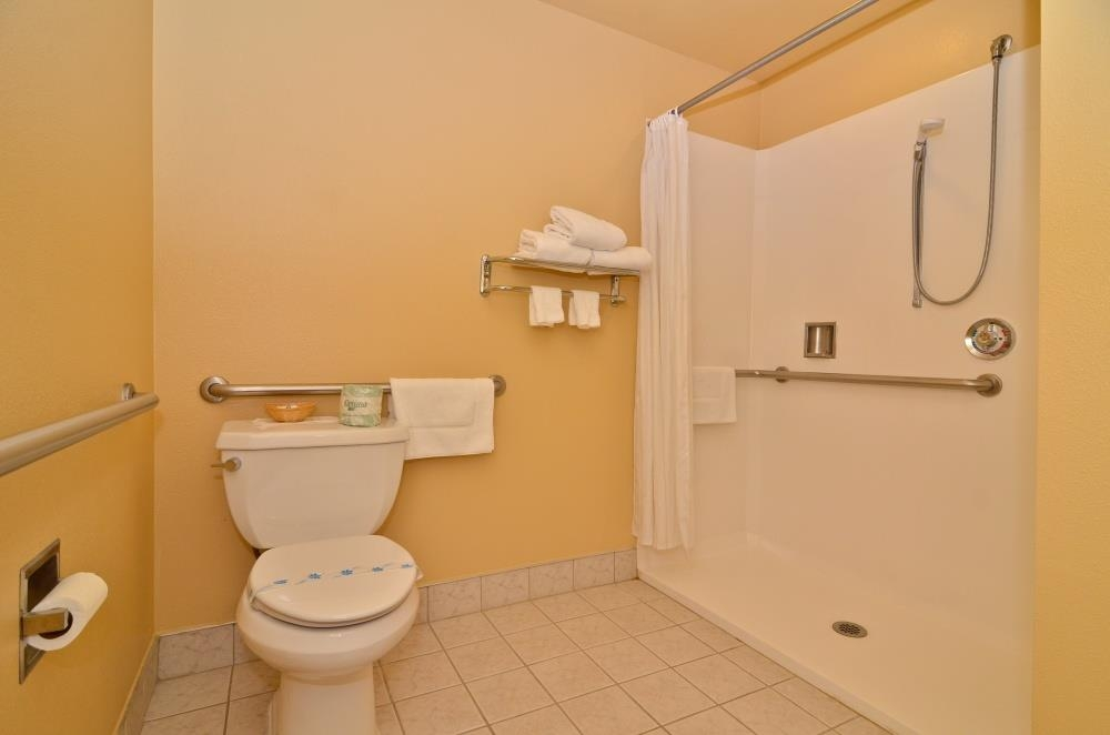 Best Western Topaz Lake Inn - Mobility Accessible Guest Bathroom