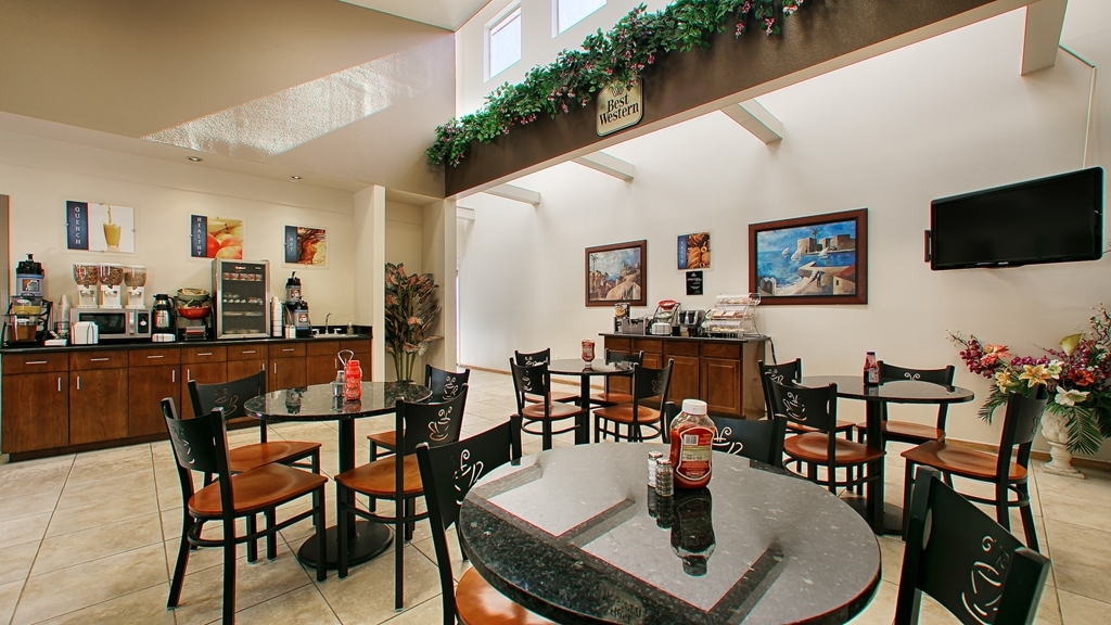 Best Western Topaz Lake Inn - Le petit déjeuner buffet