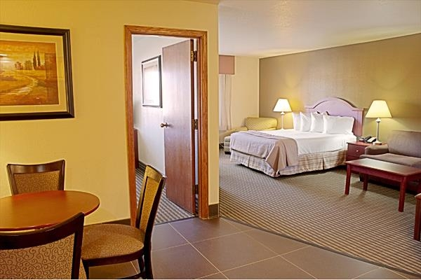 Best Western Elko Inn - These suites include a king bed, a sofa bed for extra room and comfort and a full kitchen with eating area.