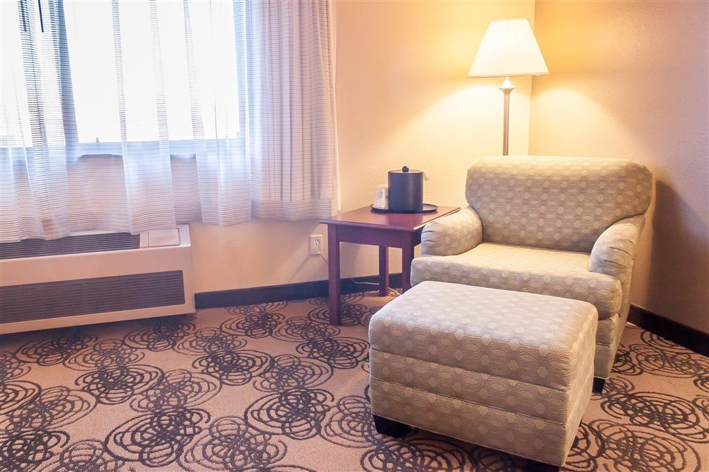 Best Western Elko Inn - Need a little extra space? Our king oversized room has plenty of space.