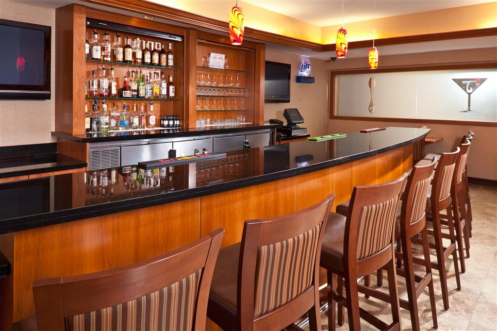Best Western Plus Henderson Hotel - Bar / Lounge
