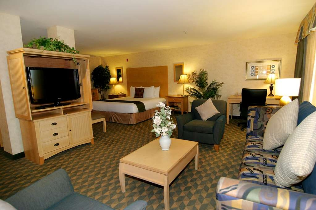 Best Western Plus North Las Vegas Inn & Suites - Suite