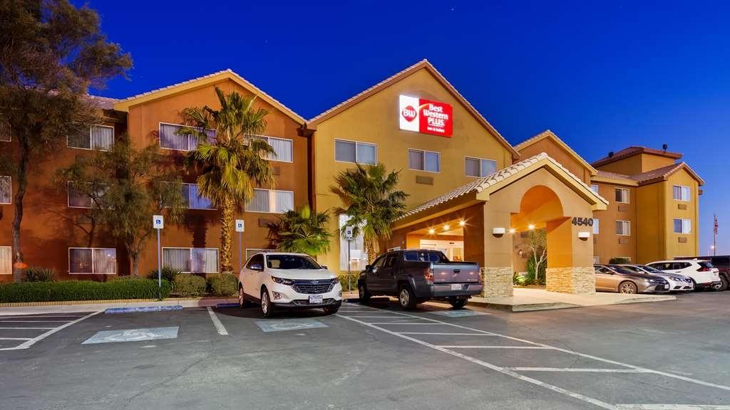Best Western Plus North Las Vegas Inn & Suites - Façade