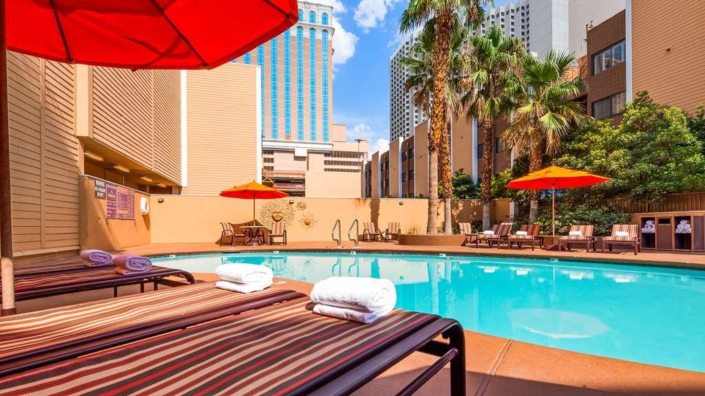Best Western Plus Casino Royale - Vue de la piscine