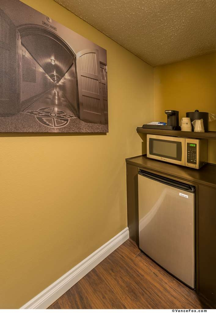 Best Western Hoover Dam Hotel - Each Guest Room is equipped with a microwave, mini-fridge and coffee maker.
