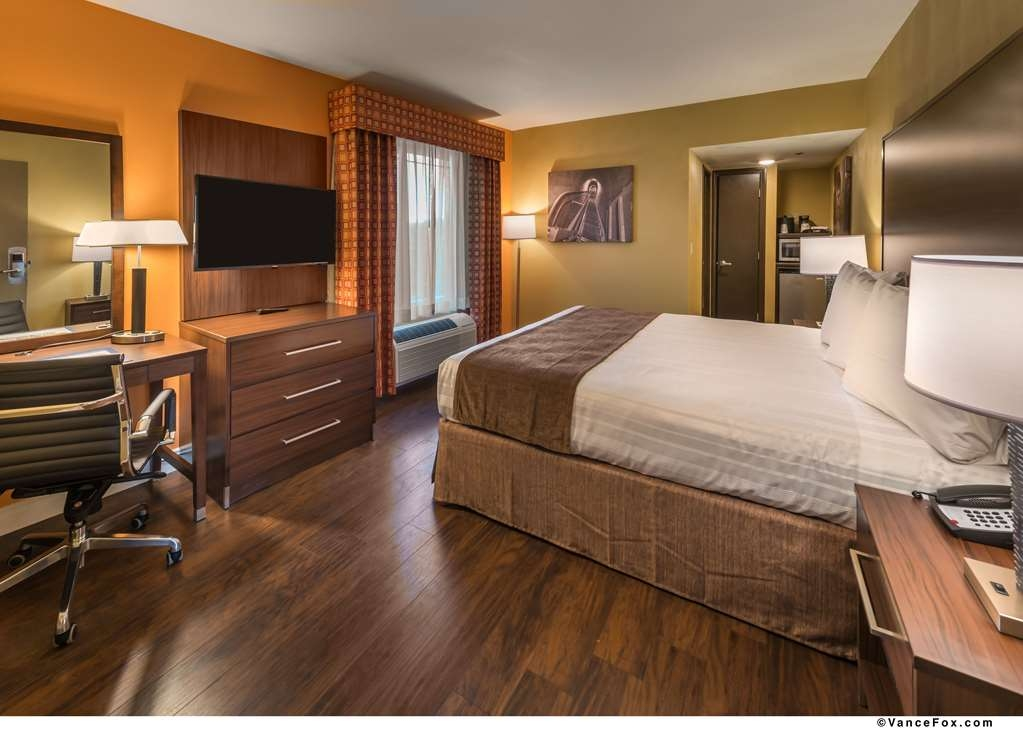 Best Western Hoover Dam Hotel - Our Guest Room with a king size bed is spacious.