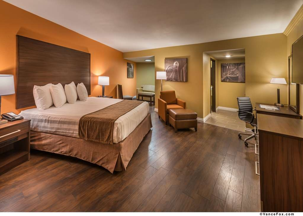 Best Western Hoover Dam Hotel - Our Deluxe King Room has a king size bed, sleeper/sofa as well as a comfortable lounge chair and ottoman.