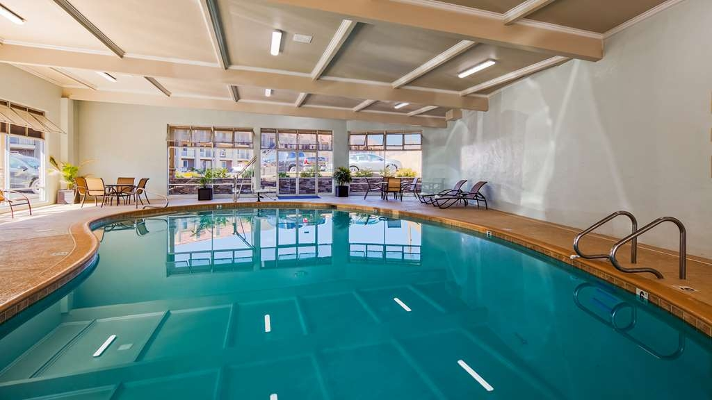 Best Western Hoover Dam Hotel - Don't let the weather stop you from jumping in! Our indoor pool and spa can be enjoyed year round