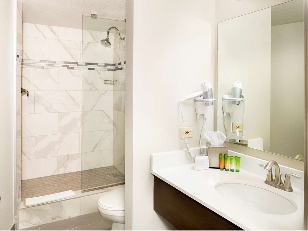 Stratosphere Hotel, Casino & Tower, BW Premier Collection - Elite North Tower Bathroom