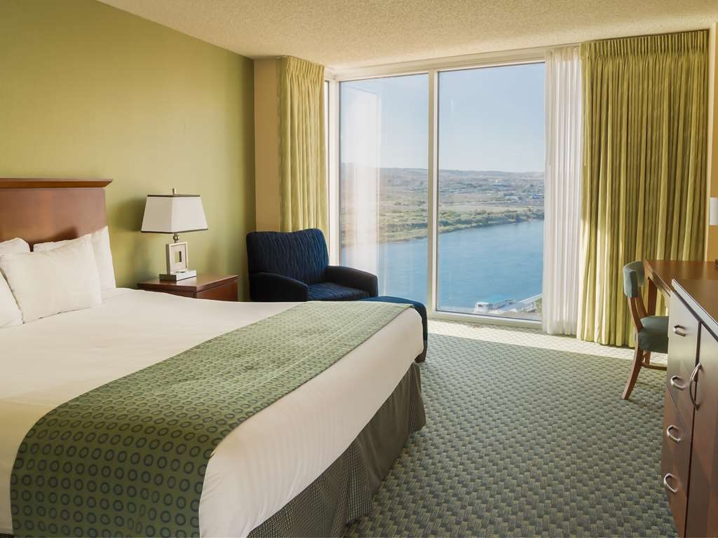 Aquarius Casino Resort, BW Premier Collection - River View King Guest Room