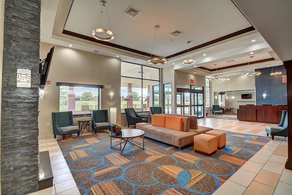 Best Western Plus Keene Hotel - Lobby Area