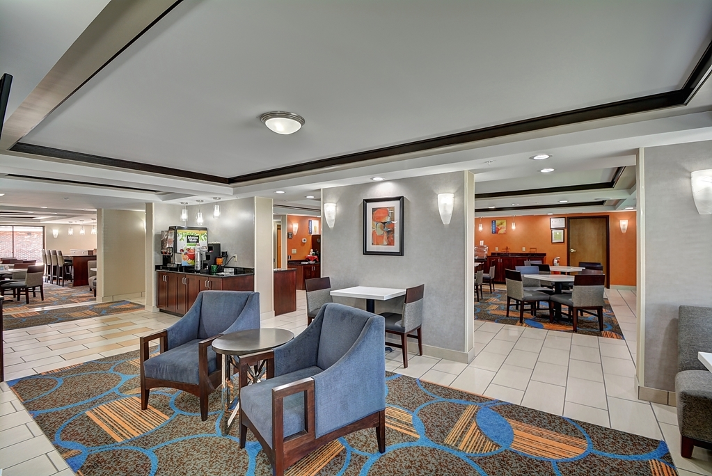 Best Western Plus Keene Hotel - Vista del vestíbulo