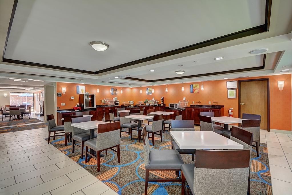 Best Western Plus Keene Hotel - Breakfast Area