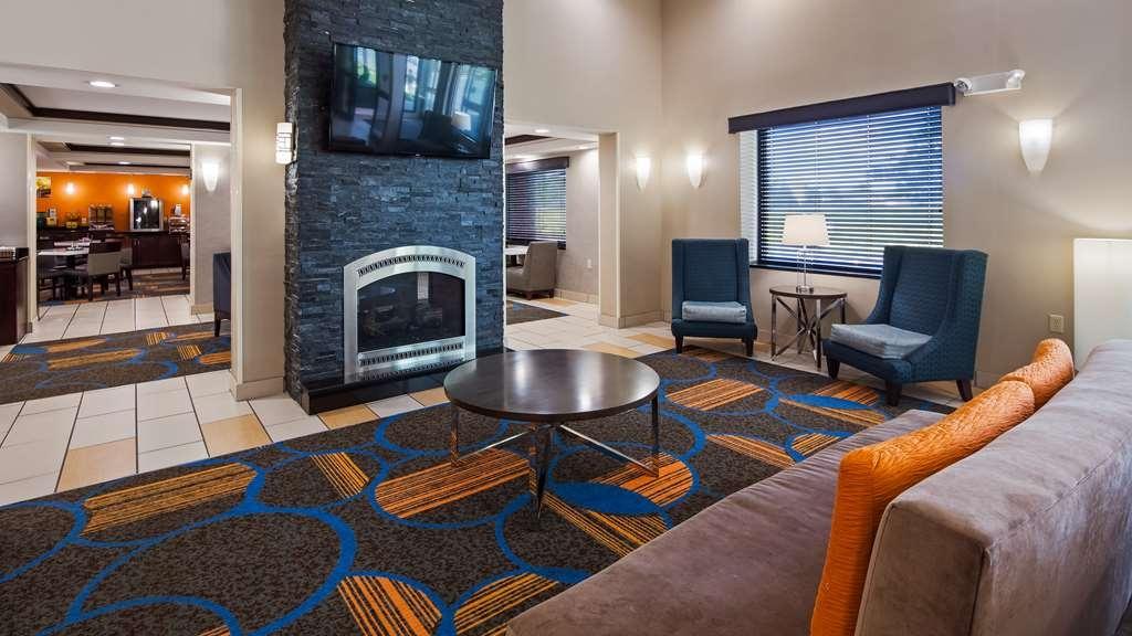 Best Western Plus Keene Hotel - Lobby