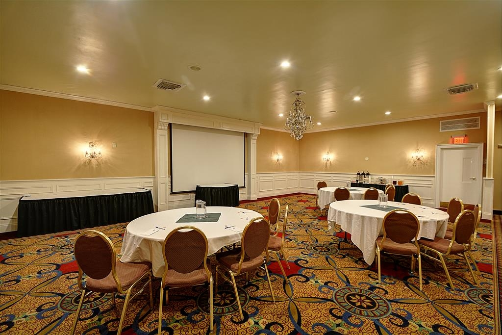 Best Western Plus Keene Hotel - Our professional staff is here to go above and beyond your expectations to ensure your meeting is perfect.
