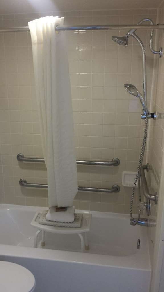 Best Western Pony Soldier Inn & Suites - Mobility Accessible Suite Bathroom