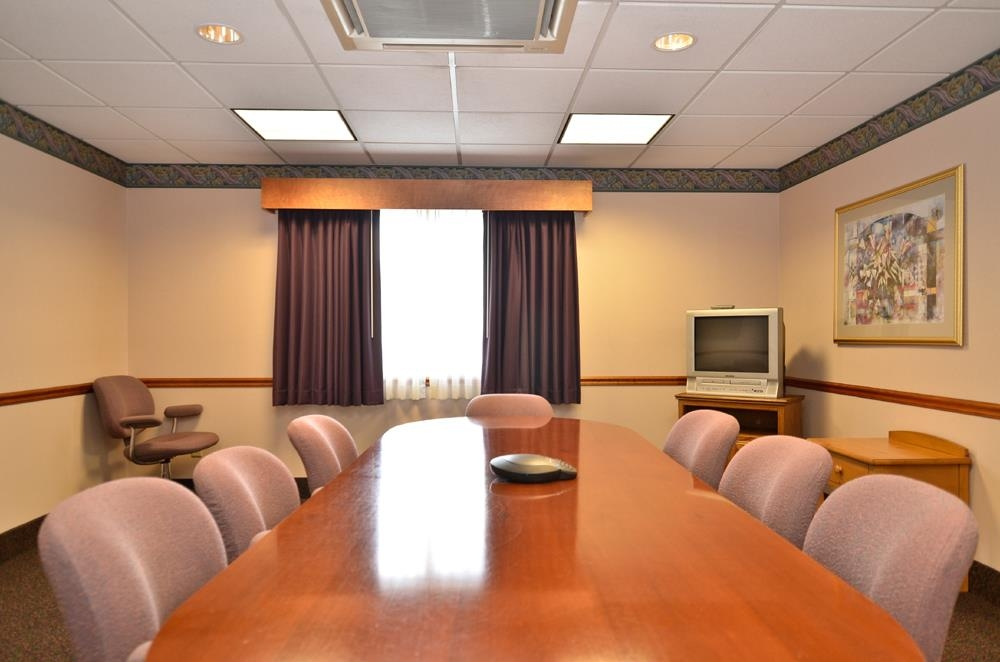 Best Western Plus Executive Court Inn & Conference Center - Audio/visual capabilities and catering are available to make your meeting successful.