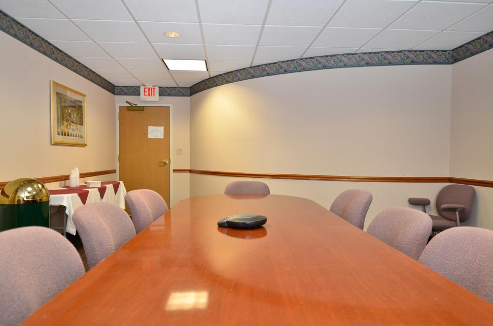 Best Western Plus Executive Court Inn & Conference Center - We offer the perfect conference room to exchange business ideas or strategies.