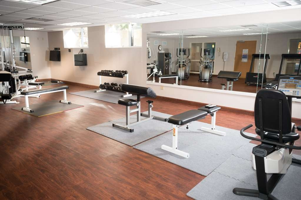 Best Western Plus Executive Court Inn & Conference Center - Our fitness center allows you to keep up with your home routine even when you're not at home.